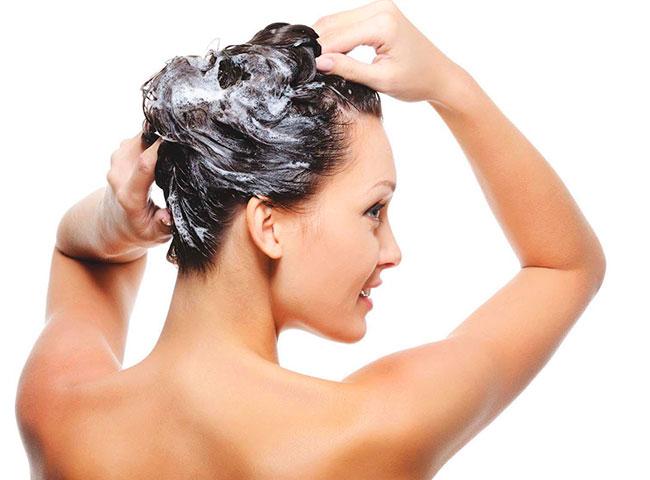 Limpeza com Shampoo anticaspa